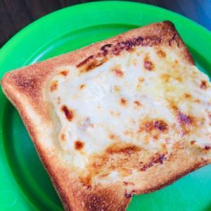 ツナとチーズとマヨネーズトースト