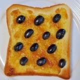 黒豆と梅ジャムのトースト