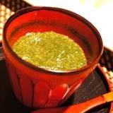 大葉が爽やか、モロヘイヤの冷製スープ