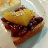 ゆであずきと黄桃とごまのミニトースト