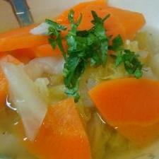 白菜と人参のコンソメスープ