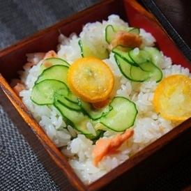 香り爽やか、鮭と金柑の簡単混ぜ寿司