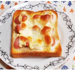 新玉葱とウインナーのチーズトースト