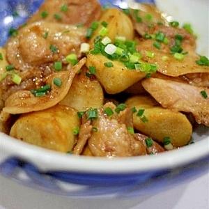 里芋と豚バラ肉の甘辛黒酢炒め
