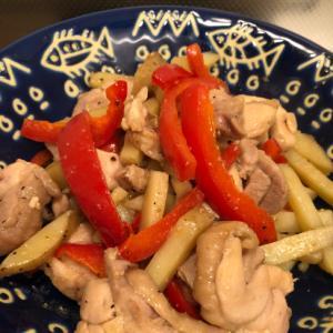 満腹♪ジャガイモと鶏肉とパプリカのガーリック炒め♪