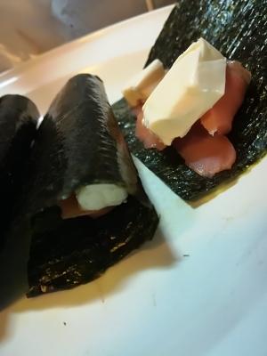 スモークサーモンとチーズの海苔巻き
