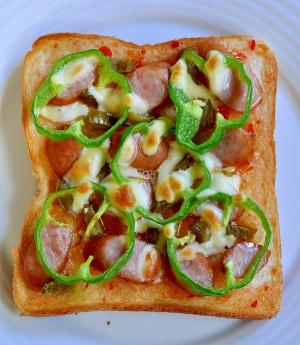 ウインナーとスイートチリソースのピザ風トースト