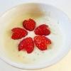 苺で桜の花♪かわいい苺ヨーグルト