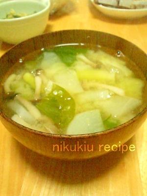 チンゲン菜・しめじ・大根の味噌汁