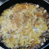 挽き肉とお豆腐と玉葱の卵とじ丼