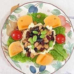 蒸しサラダ豆、枝豆、柿、ミニトマトのサラダ