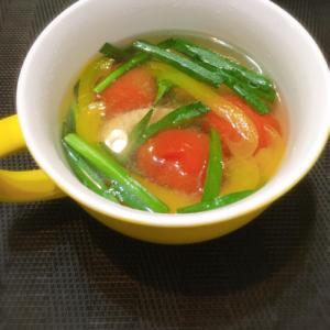 彩り野菜たっぷり♥ニラとトマトのスープ♪