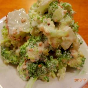 茎まで食べちゃうブロッコリーのサラダ