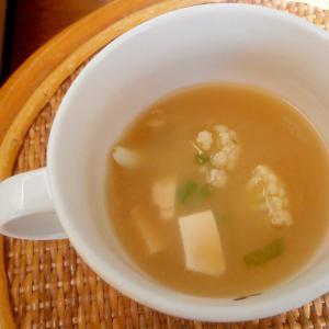 豆腐とカリフラワーの味噌汁