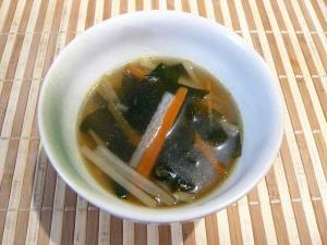 大根の皮と人参、わかめスープ