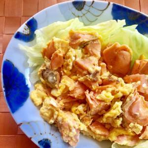 糖質制限☆減塩☆茹で塩鮭と卵の炒めもの