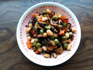 茹で大豆とグリーンピースのひじき煮