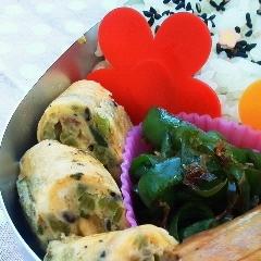お弁当に❤かぶの葉ふりかけで卵焼き