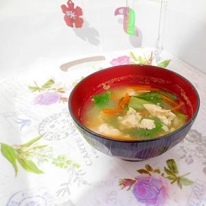 冷凍豆腐と小松菜の味噌汁