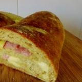 ヘルシーランチに。ケール入り全粒粉ハムチーズパン