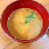 大根とほうれん草と玉ねぎの味噌汁