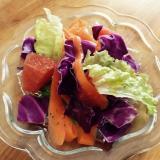 人参と紫キャベツ、オレンジのサラダ