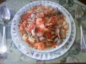 シーフードミックスとトマト缶で作るスパゲッティ
