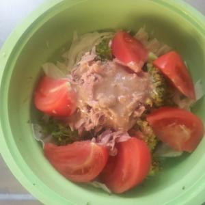 ブロッコリーとトマトを使ったツナサラダ