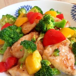 エスニック風ガパオ味♪ 彩り野菜とチキン