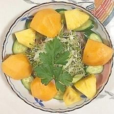 ロースハム、セロリ、柿、胡瓜、パインのサラダ