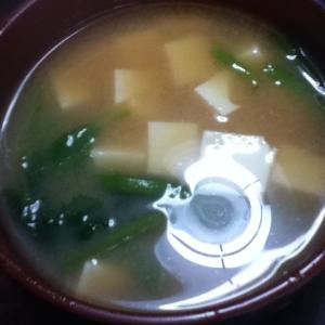豆腐と根三つ葉の味噌汁