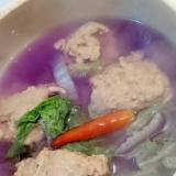 紫白菜で♪いわし団子の紫スープ