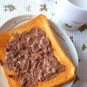 濃厚*チョコトースト*乗せて焼くだけ