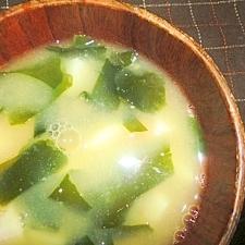 里芋とワカメのお味噌汁☆