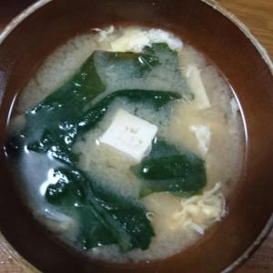 ほうれん草と豆腐の卵とじ味噌汁