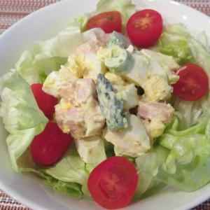 魚肉ソーセージとアスパラのたまごサラダ