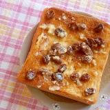 キヌア・レーズンバターのトースト