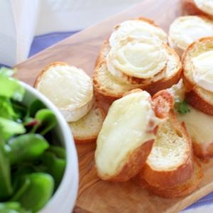 フランス風山羊チーズの本格サラダ シェーブルショー