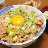 再現レシピ:「すた丼」 豚バラと玉葱のニンニク風味