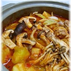 鶏肉とキャベツのホールトマト鍋