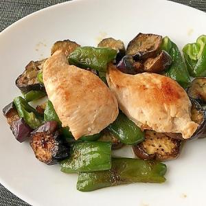 お肉を加えて作る「なすの味噌炒め」レシピ