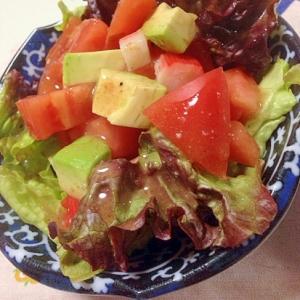 アボカドとトマトのサラダ:106