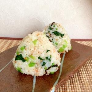 七味がピリッ!小松菜と塩昆布と七味のおにぎり♪