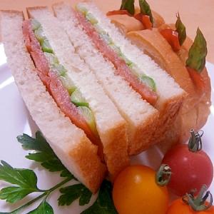 アスパラとスモークサーモンのサンドイッチ☆