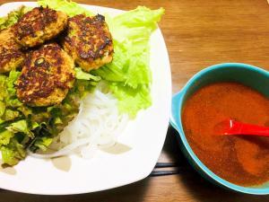 辛くした「ブンチャー(ベトナムのつけ麺)」