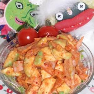意外なコンビで美味し〜!アボカドとキムチのサラダ