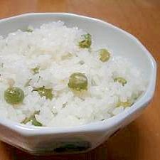 簡単!塩を入れて炊くだけ!えんどう豆の豆ご飯
