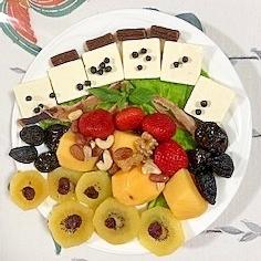 クリームチーズ、いちご、柿、キウイのおつまみサラダ