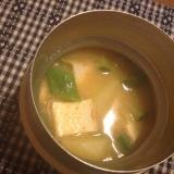 じゃがいもとズッキーニのピリ辛ごま味噌スープ。