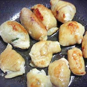 鶏皮で包んだ大葉入り餃子☆さっぱりポン酢で